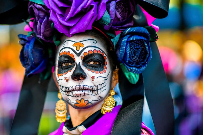 MEXICO+CITY%2C+MEXICO+-+OCTOBER+29%3A+A+young+woman+dressed+as+La+Catrina%2C+a+Mexican+pop+culture+icon+that+represents+Death%2C+performs+during+the+Day+of+the+Dead+festival+on+October+29%2C+2016+in+Mexico+City%2C+Mexico.+Day+of+the+Dead+is+a+syncretic+religious+holiday+that+combines+the+death+veneration+rituals+of+the+ancient+Aztec+culture+with+the+Catholic+practice%2C+is+celebrated+throughout+all+Mexico.+%28Photo+by+Jan+Sochor%2FLatincontent%2FGetty+Images%29